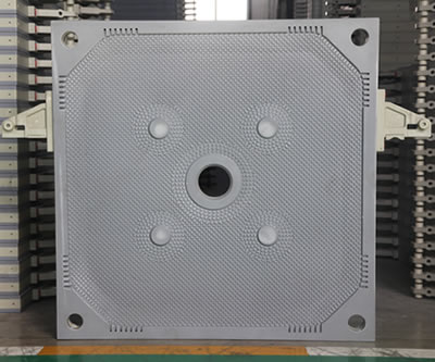 One central feeding filter plate on the picture.