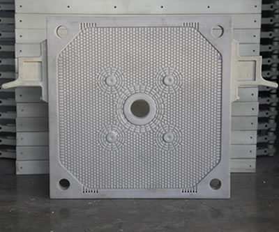 One central feeding filter plate stands in the warehouse, one big feeding hole and four drain holes.